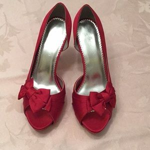 Apple red satin pumps